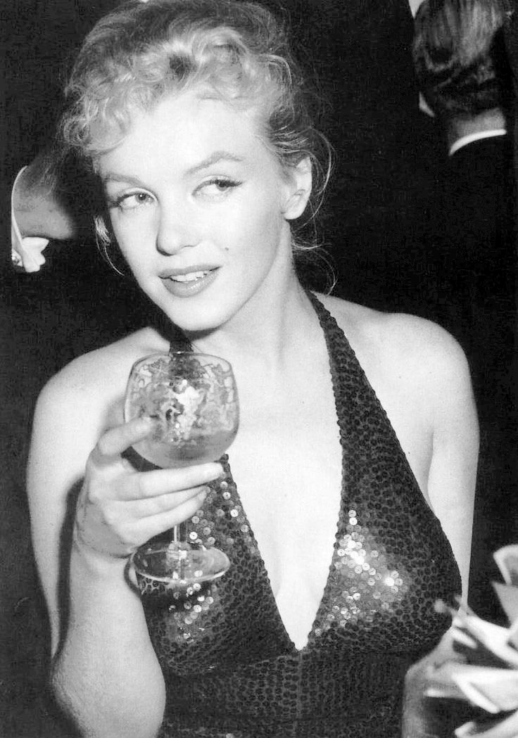 Marilyn_Monroe_April_in_Paris_Ball_1957