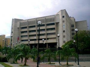 Guillermo Ramos Flamerich (CC BY-SA 3.0. https://es.m.wikipedia.org/wiki/Archivo:TSJ_-_Caracas,_2010.JPG)